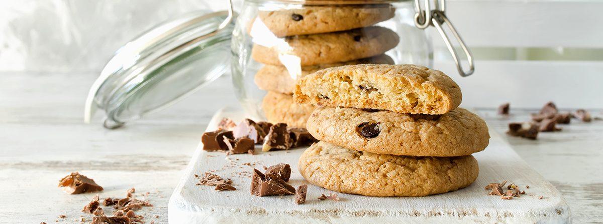 Cookies al cioccolato al latte, vaniglia e nocciole